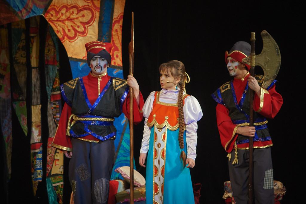 Фома, стражник — Дмитрий Тумурук, Забава, царевна — Анастасия Лоскутова, Кузьма, стражник — Евгений Кулиш
